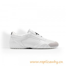 Quality Sneaker in Perforated White Calfskin wit Bee Signature